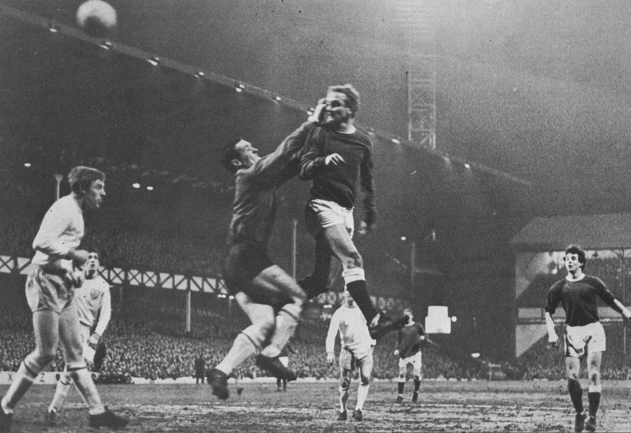 819 31.01.67 Young v Burnley (H) FA CUP Alex Young leaps to head home at the near post and sco...jpg