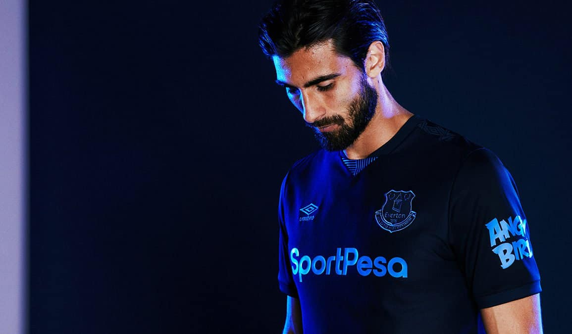 Everton unveils third kit